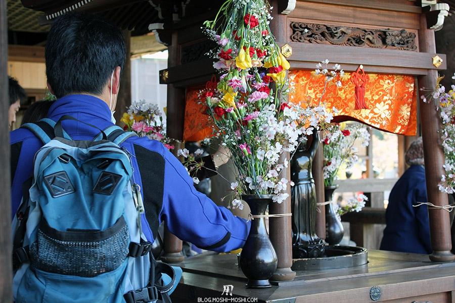 kiyomizudera-sanctuaire-kyoto-saison-sakura-offrandes