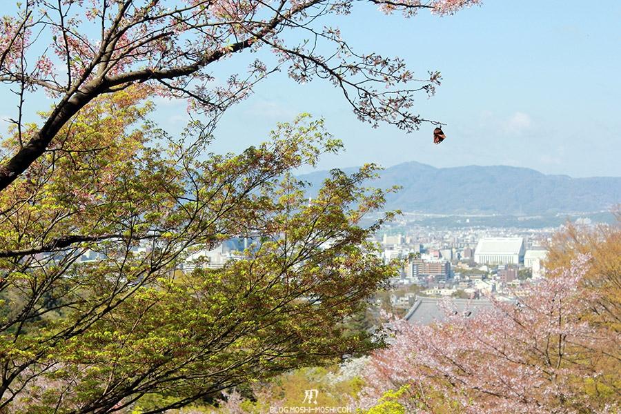 kiyomizudera-sanctuaire-kyoto-saison-sakura-papillon-tranquille