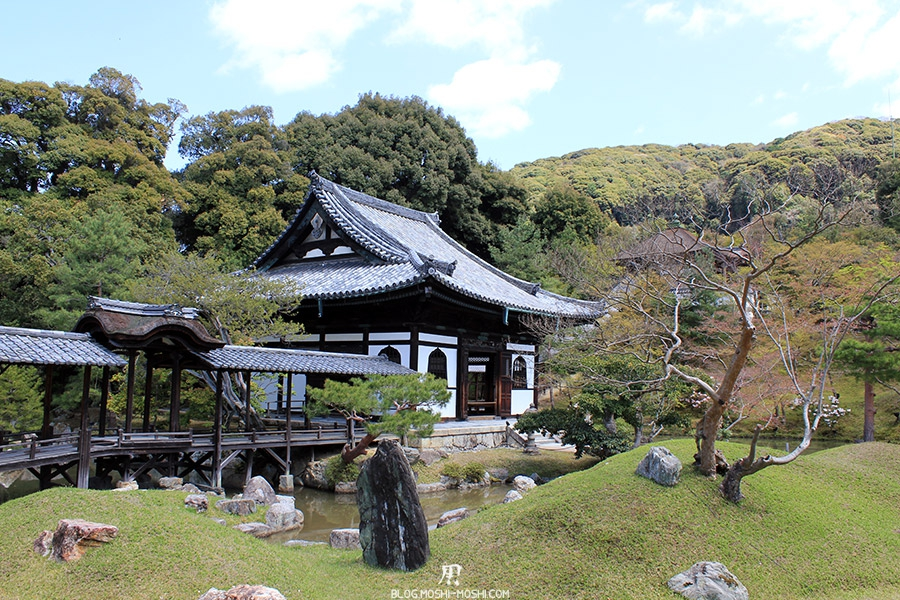 temple-kodai-ji-kyoto-saison-sakura-hoden-etang-tunnel