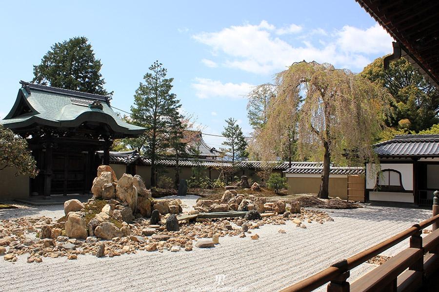 temple-kodai-ji-kyoto-saison-sakura-jardin-zen-pierre-ilot-cerisier