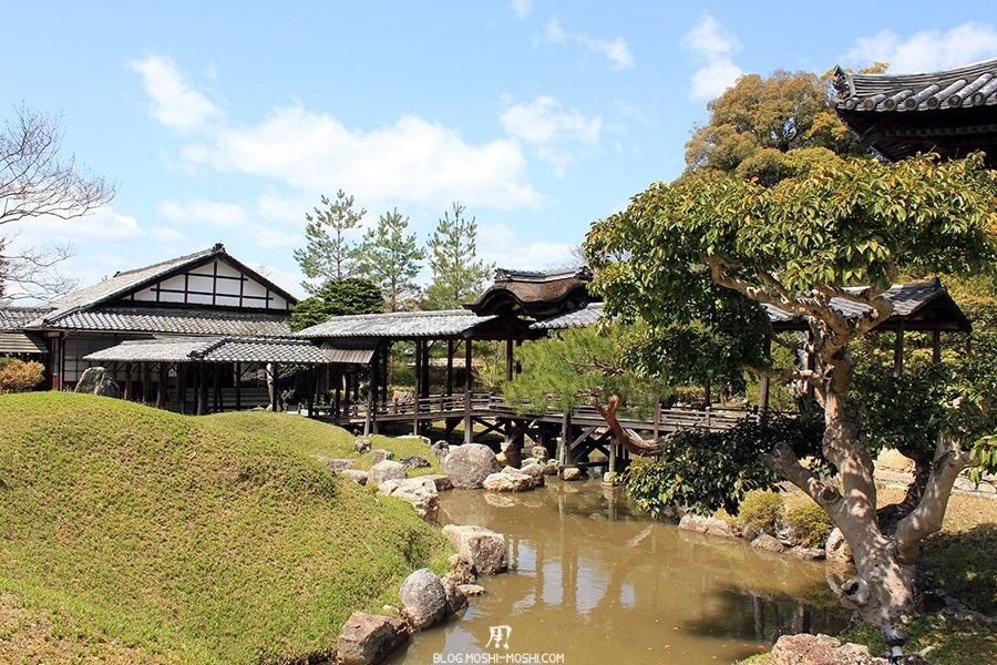 temple-kodai-ji-kyoto-saison-sakura-tunnel-etang-vue-cote