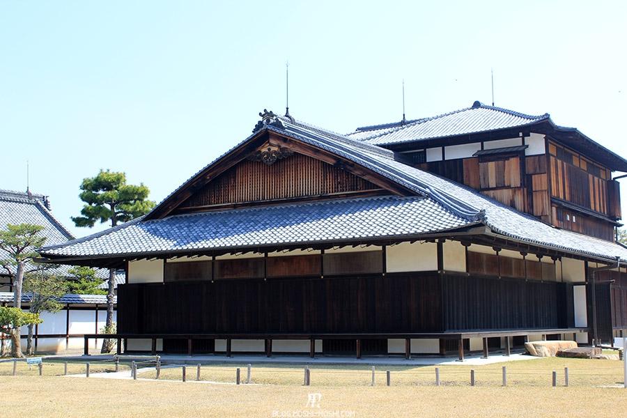 nijo-jo-chateau-kyoto-saison-sakura-batiment-cote-jardin