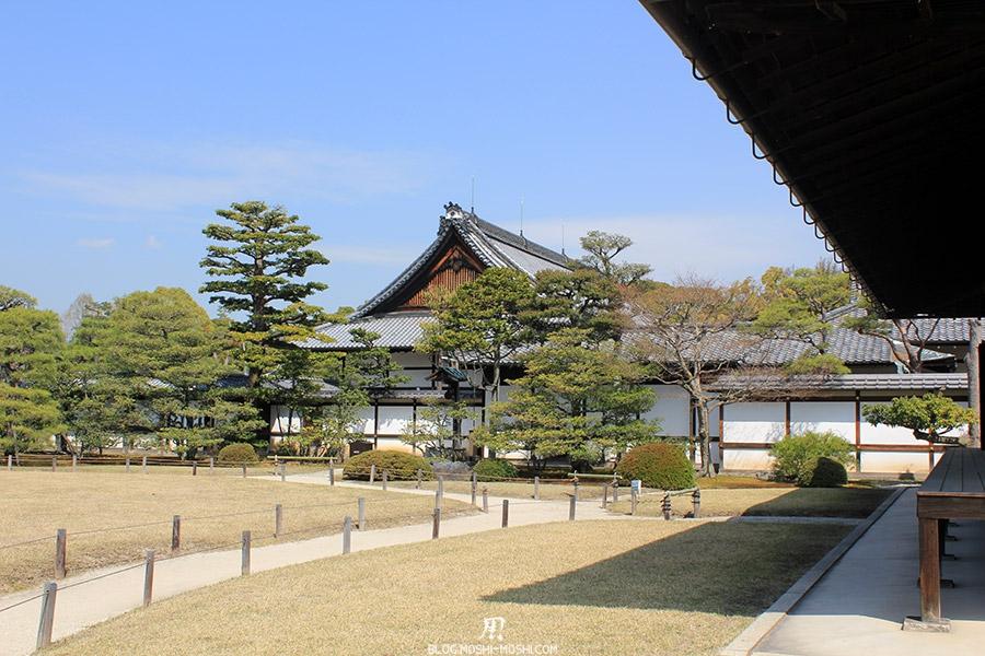 nijo-jo-chateau-kyoto-saison-sakura-fin-batiment-cote-jardin