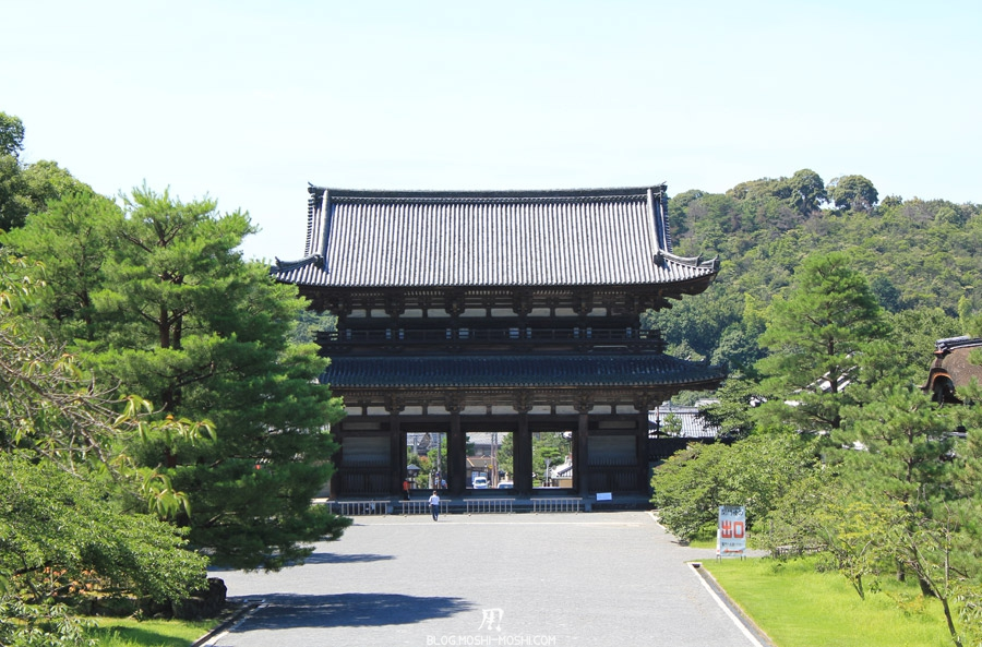 ninna-ji-kyoto-immense-porte-bois