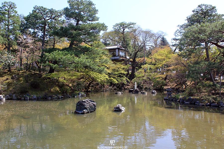 parc-maruyama-kyoto-saison-sakura-etang-petit-geyser