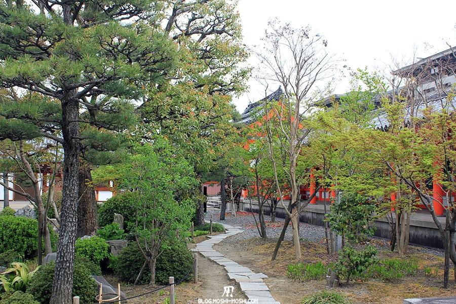 temple-sanjusangendo-kyoto-saison-sakura-balade-verdure-pas-japonais