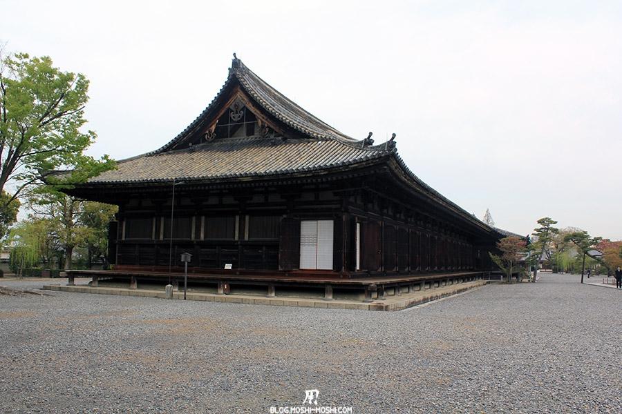 Sanjusangendo-Kyoto-saison-sakura-longueur-batiment-bois