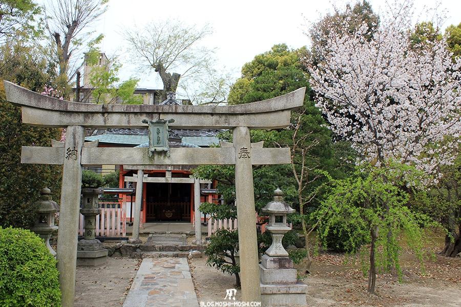 Sanjusangendo-Kyoto-saison-sakura-petit-sanctuaire