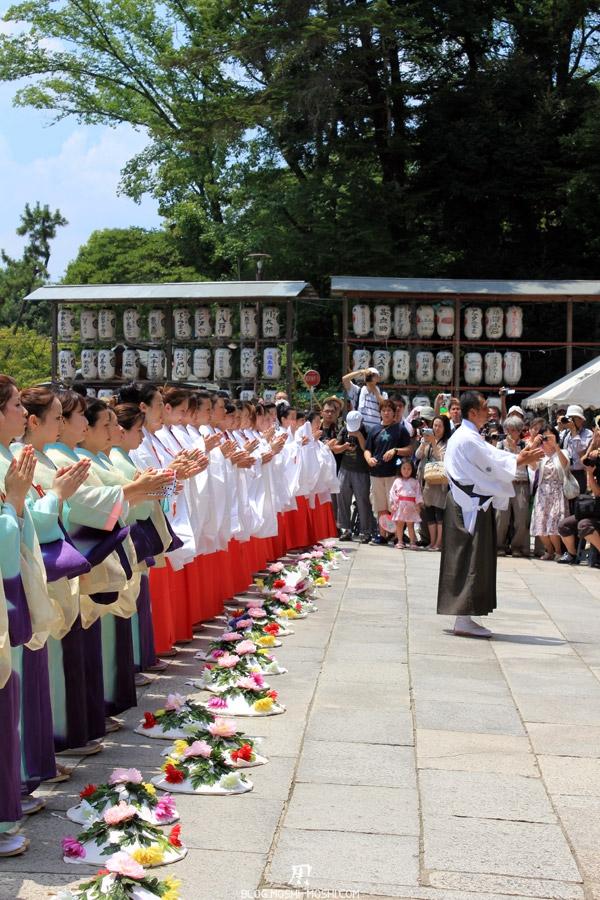 yasaka-jinja-kyoto-episode-gion-matsuri-ceremonie-offrandes
