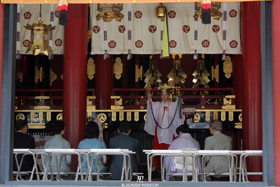 yasaka-jinja-kyoto-episode-gion-matsuri-ceremonie-pretresse