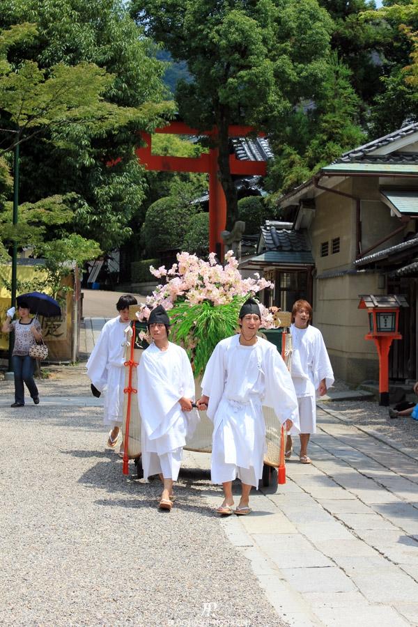 yasaka-jinja-kyoto-episode-gion-matsuri-charrette-chaleur