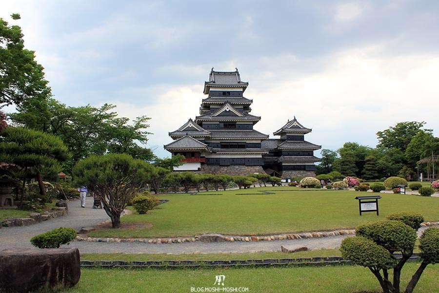 nagano-chateau-matsumoto-corbeau-noir-approche