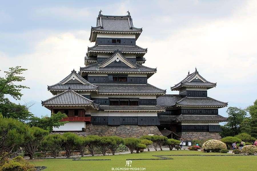nagano-chateau-matsumoto-corbeau-noir-cote-jardins