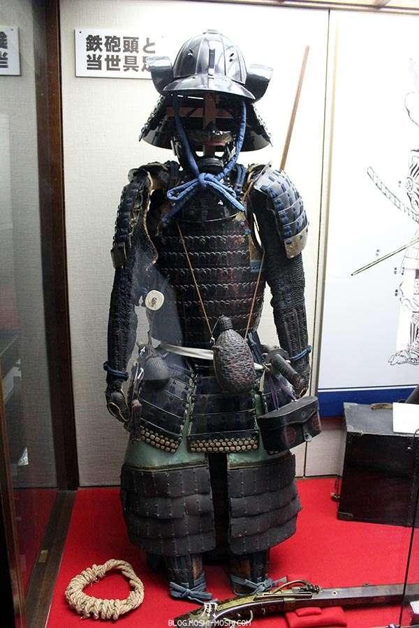 nagano-chateau-matsumoto-corbeau-noir-interieur-armure-samurai