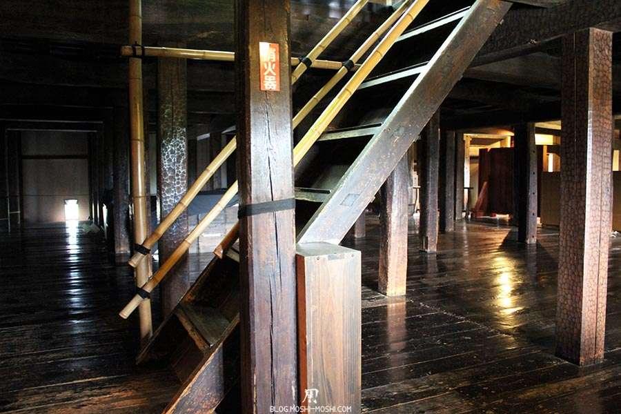 nagano-chateau-matsumoto-corbeau-noir-interieur-full-bois