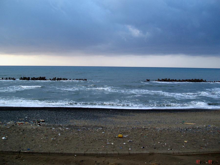 mer-chine-komatsu-plage-sale-brise-vague
