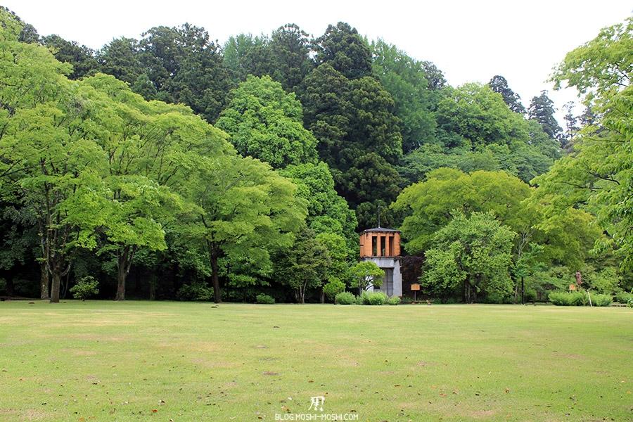 jardin-japonais-kairaku-en-prairie-petit-batiment