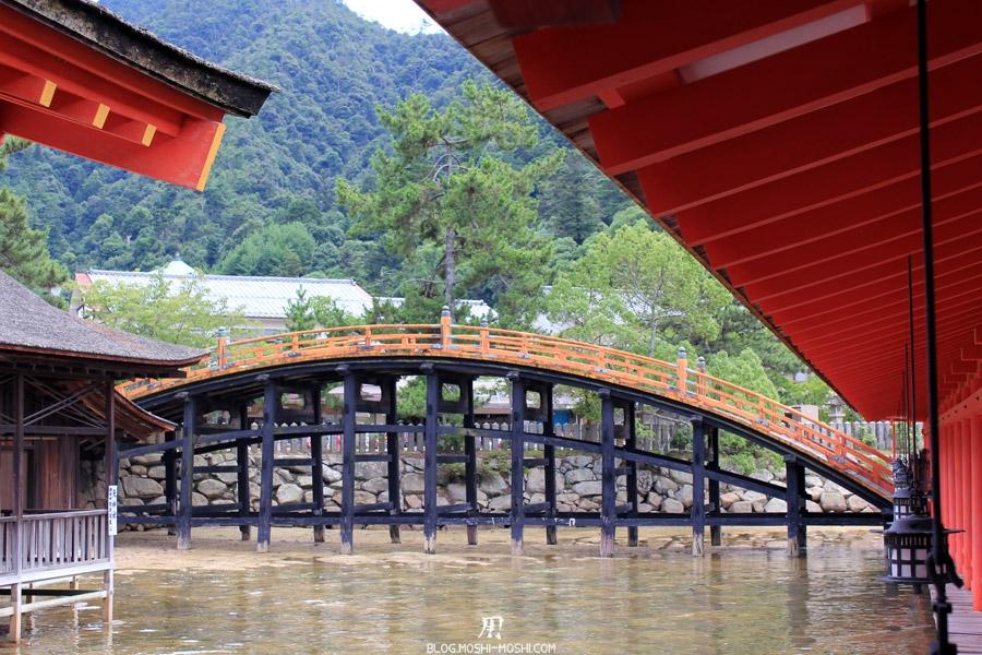 itsukushima-jinja-miyajima-ancien-pont-cote