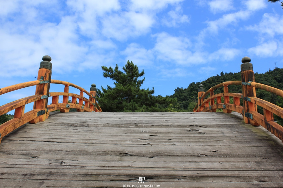itsukushima-jinja-miyajima-ancien-pont-face
