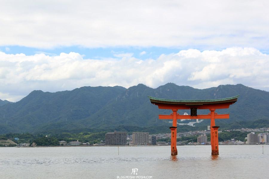 Itsukushima-jinja-grand-torii
