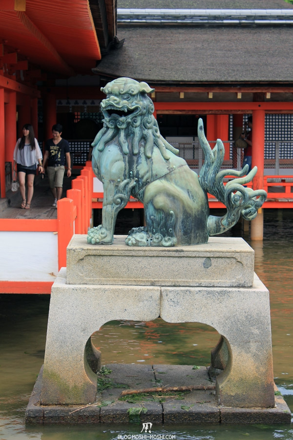 itsukushima-jinja-miyajima-statue-gardien