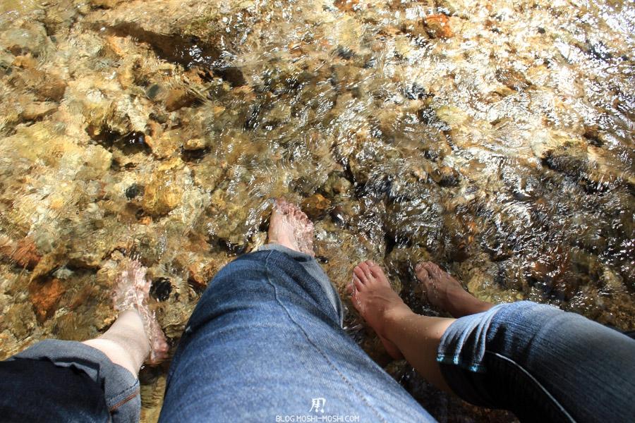 parc-momijidani-miyajima-pieds-dans-eau