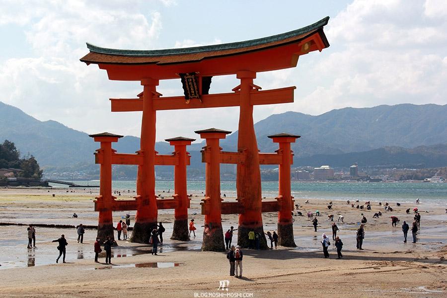 Miyajima-Hiroshima-saison-sakura-maree-basse-pieds-grand-torii