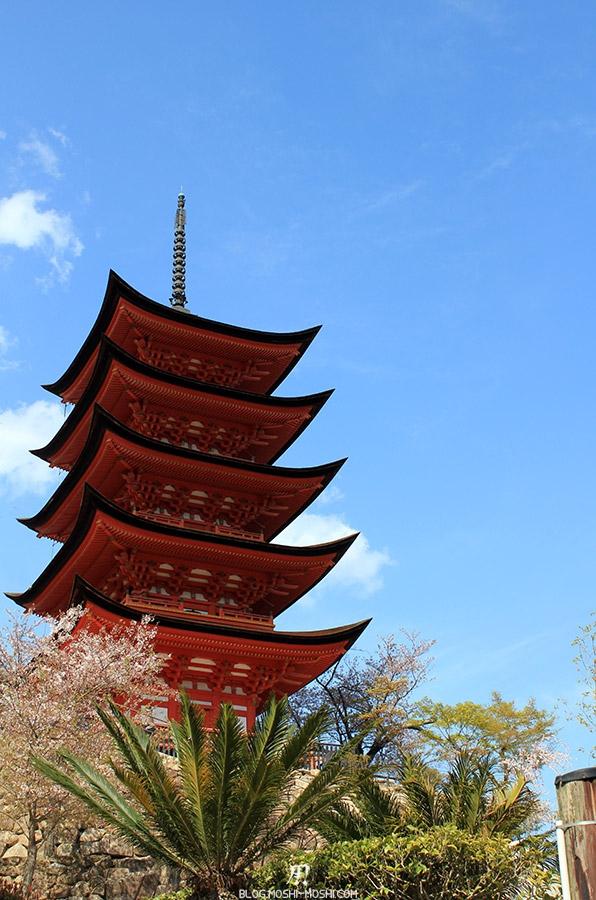 miyajima-hiroshima-saison-sakura-pagode-vue-bas