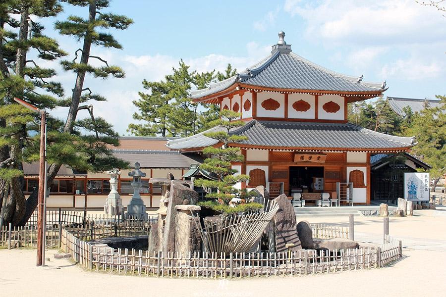 miyajima-hiroshima-saison-sakura-place-centre-ville