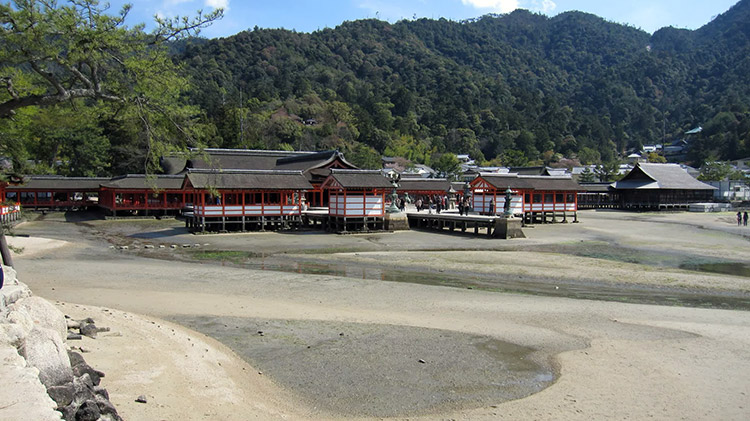 miyajima-hiroshima-saison-sakura-sanctuaire-Itsukushima-vue-large