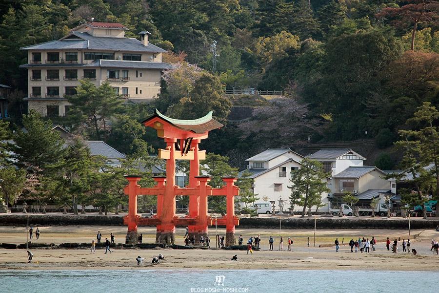 miyajima-hiroshima-saison-sakura-vue-bateau-grand-torii-maree-basse-cote