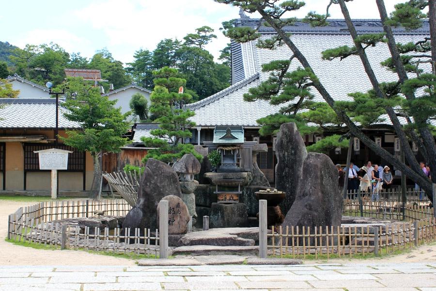 ile-miyajima-autel-pierres