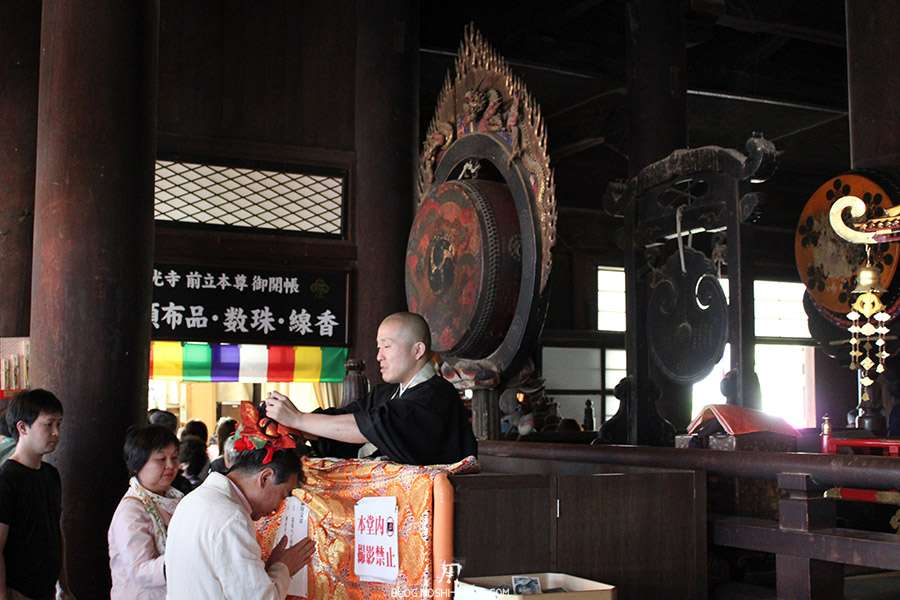 Nagano-temple-Zenko-ji-festival-Gokaicho-benediction-speciale