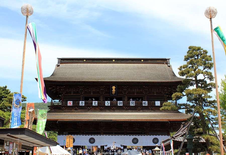 Nagano-temple-Zenko-ji-festival-Gokaicho-porte-sanmon-gros-plan