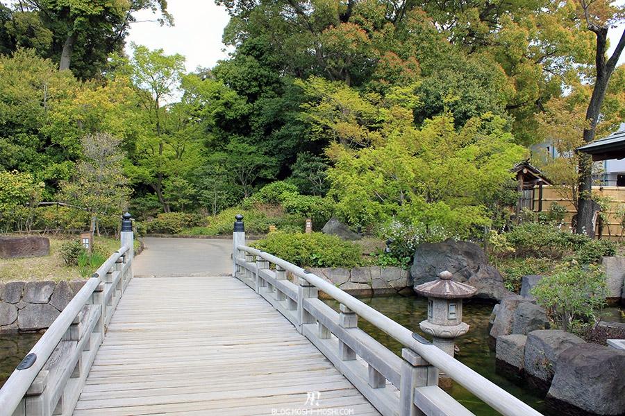 tokugawaen-parc-nagoya-entree-pont-bois-lanterne