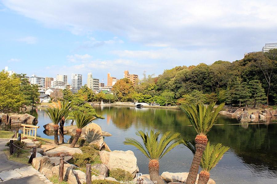 tokugawaen-parc-nagoya-etang-palmiers