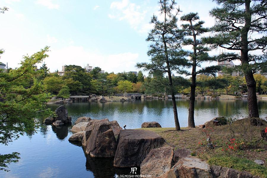 tokugawaen-parc-nagoya-etang-rochers-pas-japonais