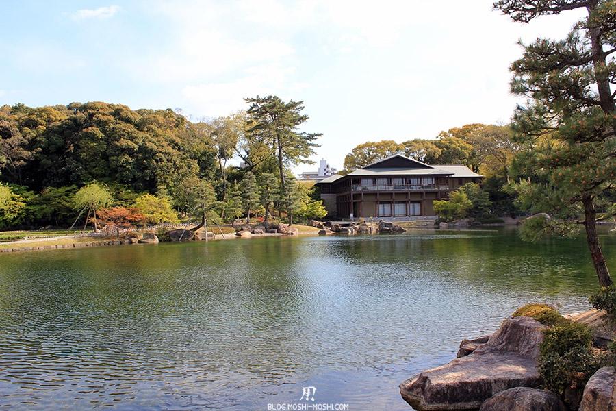 tokugawaen-parc-nagoya-etang-vue-large-pavillon