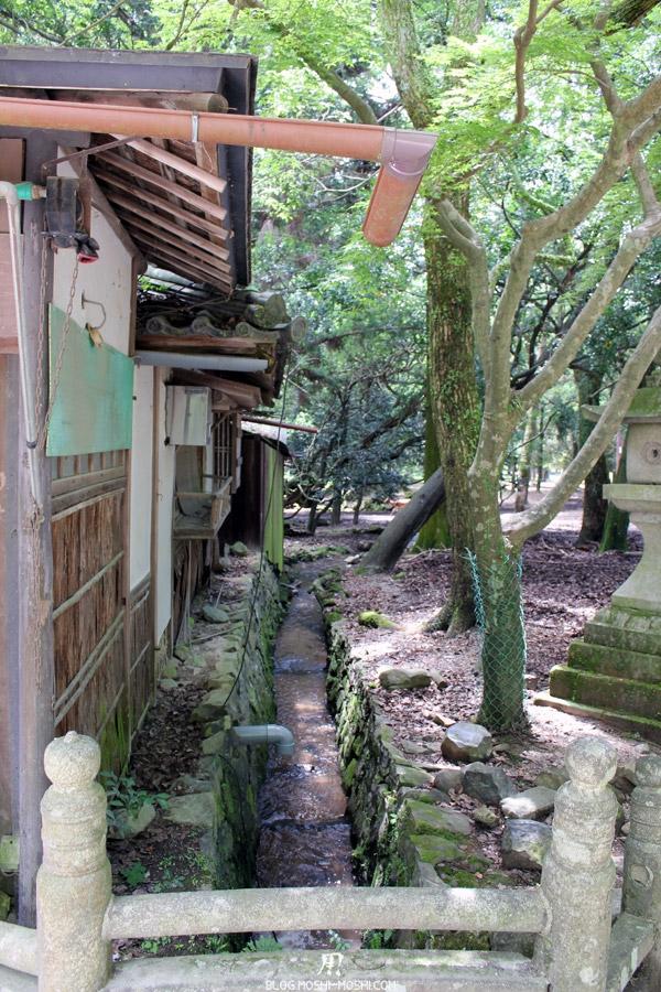 kasuga-taisha-Nara-entree-pont-ruisseau