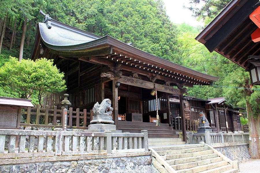 narai-juku-village-etape-nakasendo-shizume-jinja-honden
