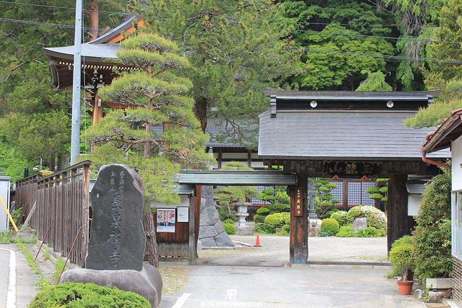 narai-juku-village-etape-nakasendo-temple-chozenji-entree
