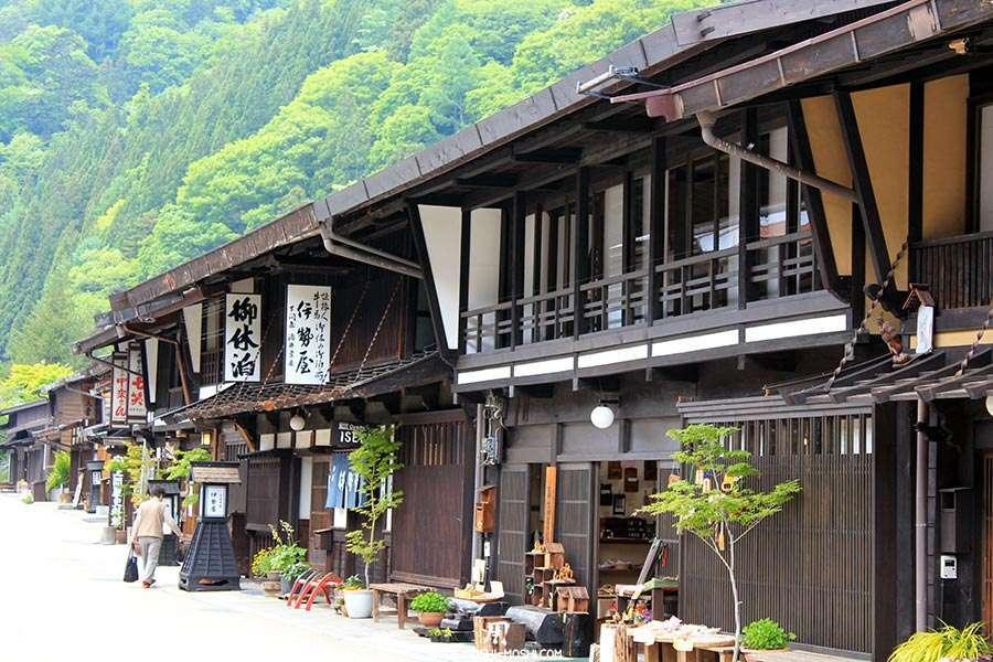 narai-juku-village-etape-nakasendo-tout-en-longueur