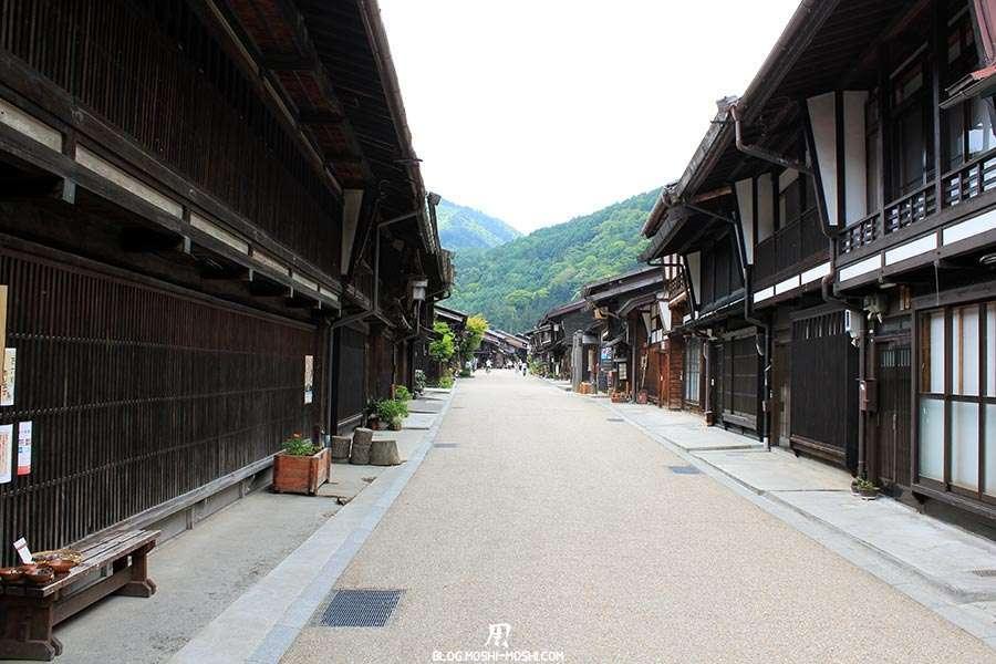 narai-juku-village-etape-nakasendo-vieilles-facades-bois-personne