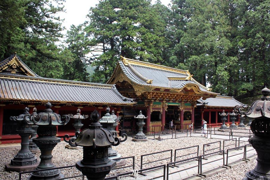 Nikko-futarasan-jinja-champs-lanternes