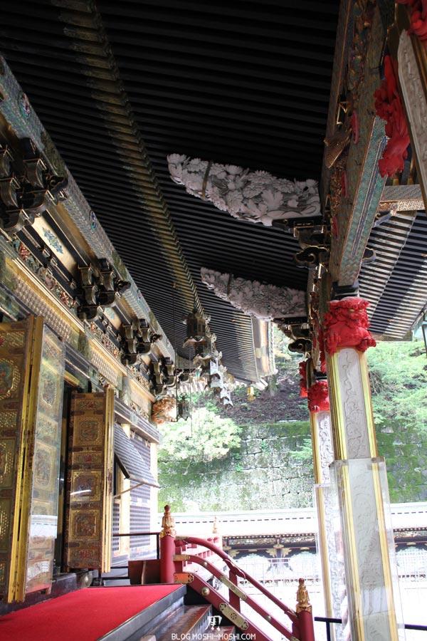 Nikko-futarasan-jinja-entree-tapis-rouge