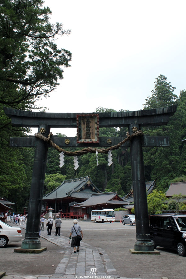 Nikko-futarasan-jinja-torii-pierre