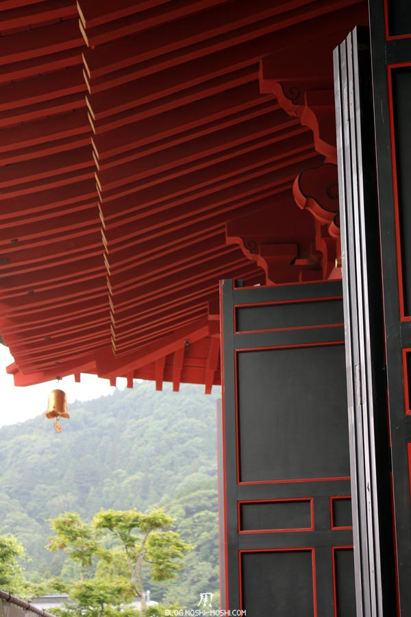 Nikko-rinno-ji-portes-imposantes