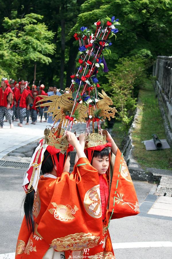 nikko-shunki-reitaisai-matsuri-grand-festival-de-printemps-defile-enfants-jumelles-couronne