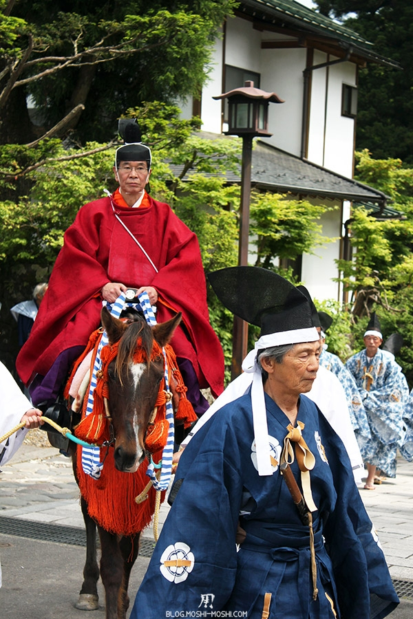 nikko-shunki-reitaisai-matsuri-grand-festival-de-printemps-defile-magnifique-kimono-bleu