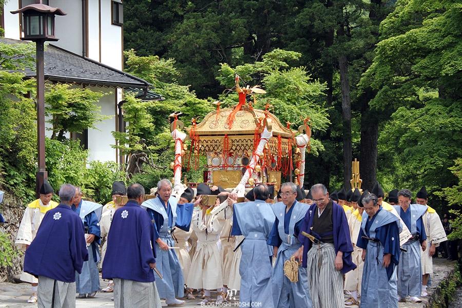 nikko-shunki-reitaisai-matsuri-grand-festival-de-printemps-defile-mikoshi-sacree-shogun-arrivee